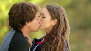 A csókos tinilány vágyik a faszra