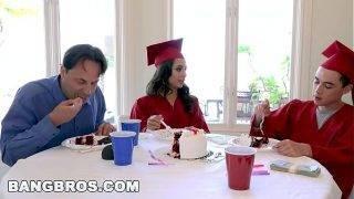 Diplomás tesók