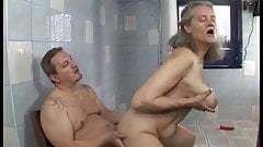 A nagyimmal a fürdőszobában